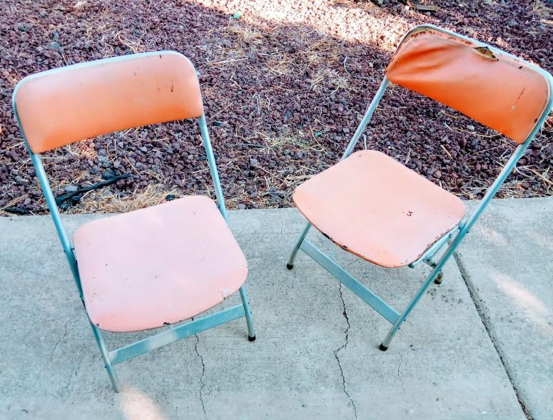 הכסאות המסכנים לפני המהפך